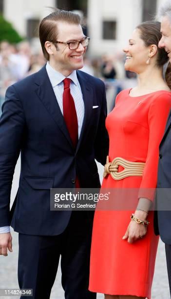 Crown Princess Victoria of Sweden and her husband Prince Daniel Duke of Vastergotland visit the Brandenburg Gate on May 27 2011 in Berlin Germany