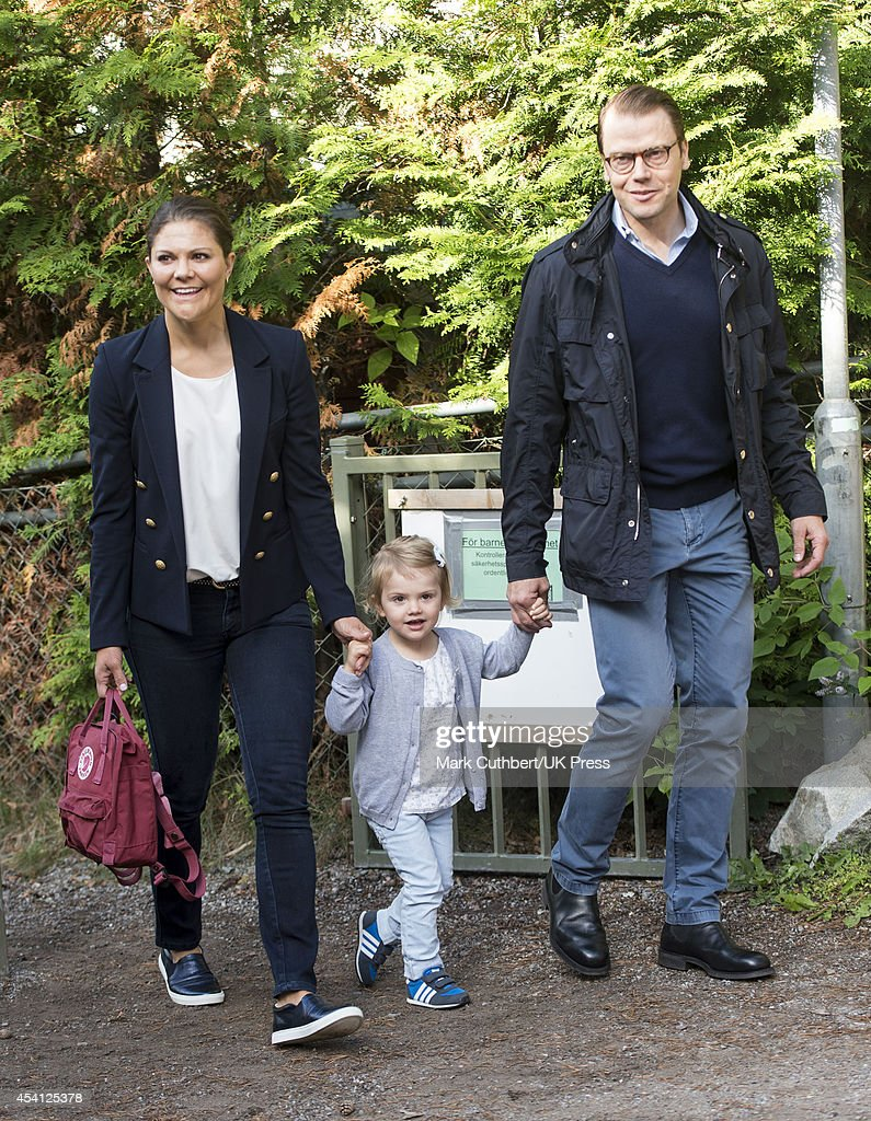 Princess Estelle Of Sweden Begins Pre School - Photocall : Nyhetsfoto