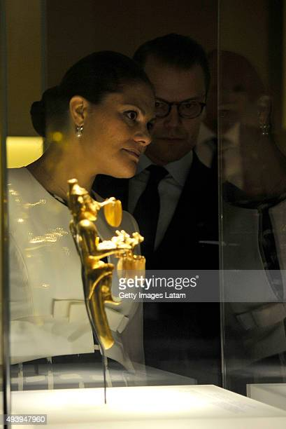 Crown Princess Victoria of Sweden and Prince Daniel of Sweden look at a prehispanic piece during a visit to the Gold Museum on October 23, 2015 in...