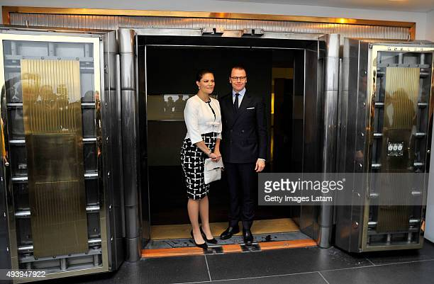 Crown Princess Victoria of Sweden and Prince Daniel of Sweden pose for a picture during a visit to the Gold Museum on October 23, 2015 in Bogota,...