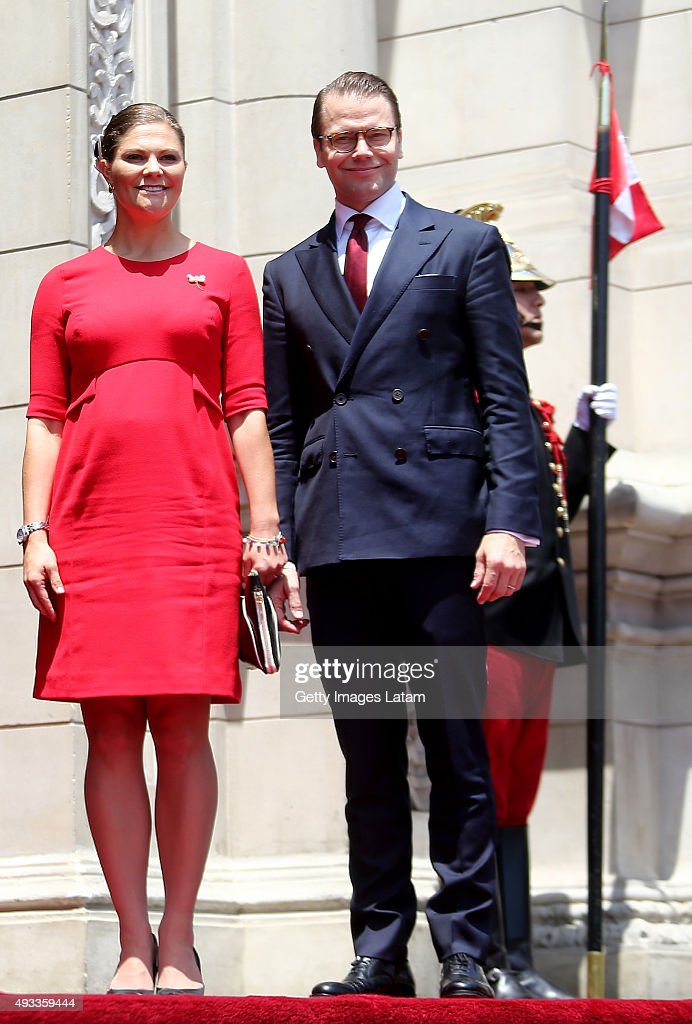 Crown Princess Victoria of Sweden and Prince Daniel of Sweden pose during an official visit at the Presidential Palace on October 19, 2015 in Lima, Peru.