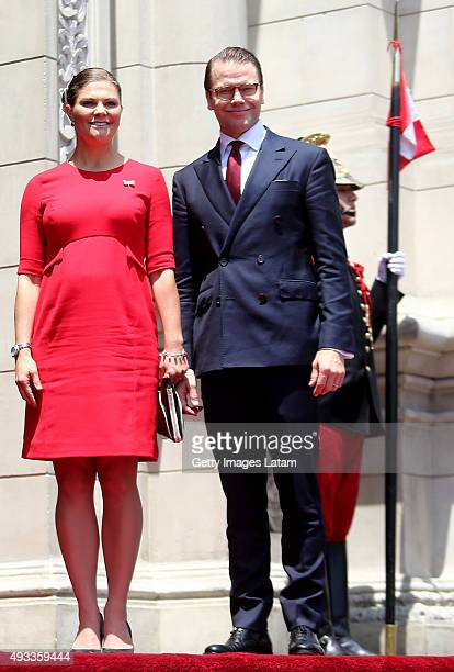 Crown Princess Victoria of Sweden and Prince Daniel of Sweden pose during an official visit at the Presidential Palace on October 19, 2015 in Lima,...