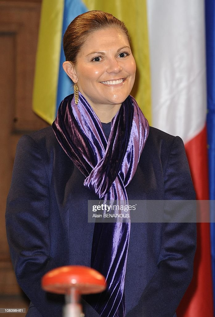 Crown Princess Victoria of Sweden arrives at the City Hall in Paris for the opening of the Christmas light in Paris, France on November 30th, 2009. : News Photo