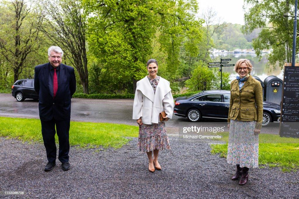 Crown Princess Victoria Of Sweden Visits the Nordic Museum : Photo d'actualité