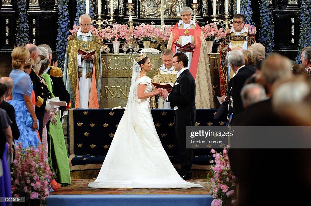 Wedding Of Swedish Crown Princess Victoria & Daniel Westling - Ceremony : News Photo