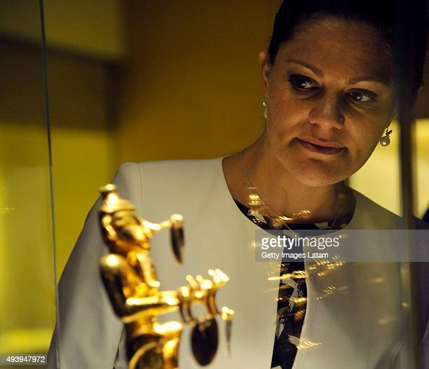 Crown Princess Victoria of Sweden watches a prehispanic gold piece during a visit to the Gold Museum on October 23, 2015 in Bogota, Colombia.