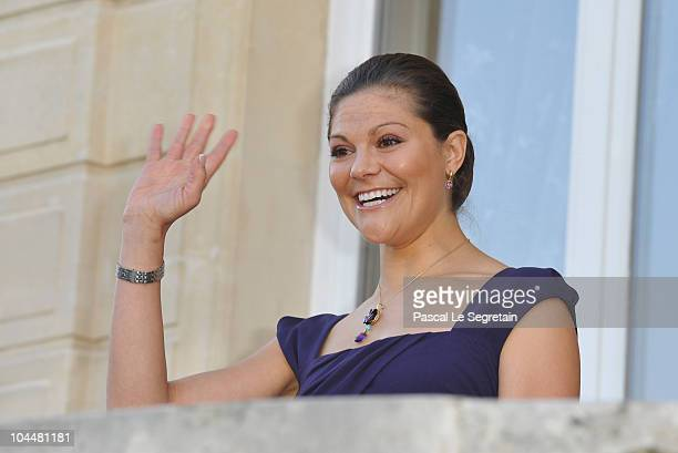 Crown Princess Victoria of Sweden waves as she attends a visit at the Town hall on September 27 2010 in Sceaux near Paris France