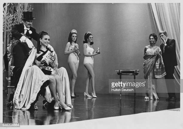 Crowning ceremony of 1967 Miss World beauty contest, won by Madeleine Hartog-Bel of Peru.