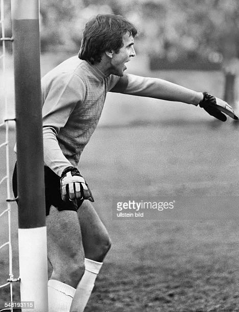 Croy, Juergen *- Fussballtorwart, DDR Olympiasieger 1976 - Portrait, am Tor - 1978