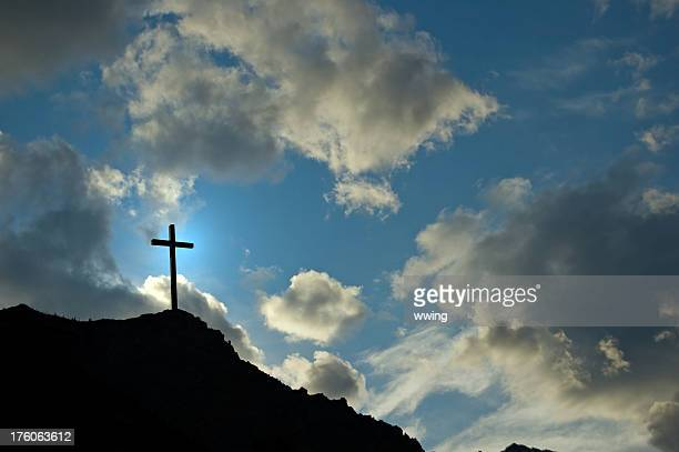 crucifix on mountain - images of jesus on the cross at calvary stock pictures, royalty-free photos & images