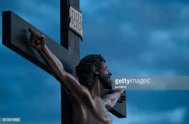 crucifix - cruz de cristo imagens e fotografias de stock