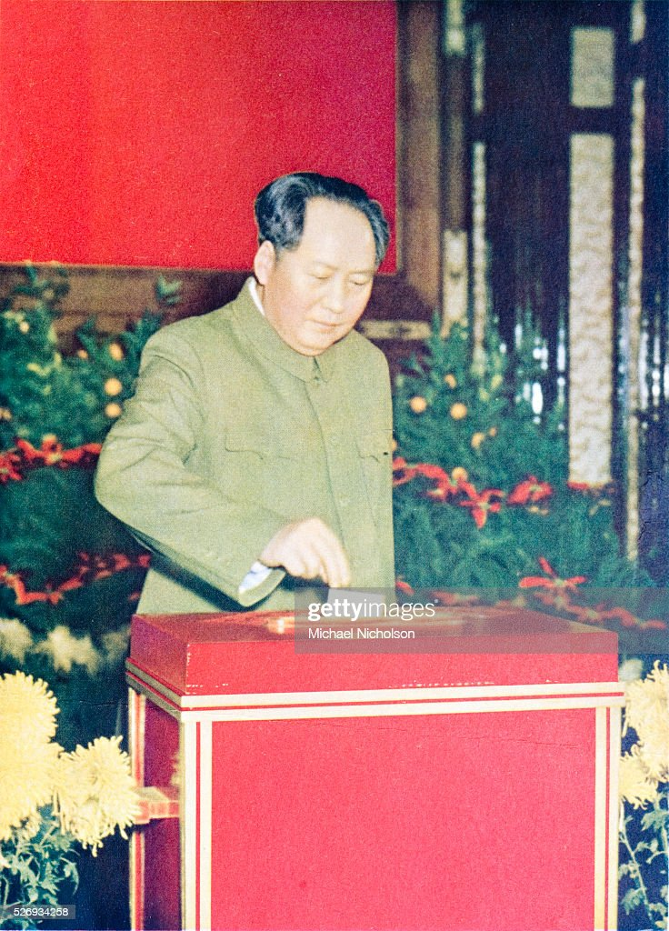 Coloured Card Of Mao Zedong News Photo