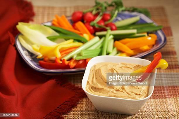Crudites with hummus in bowl