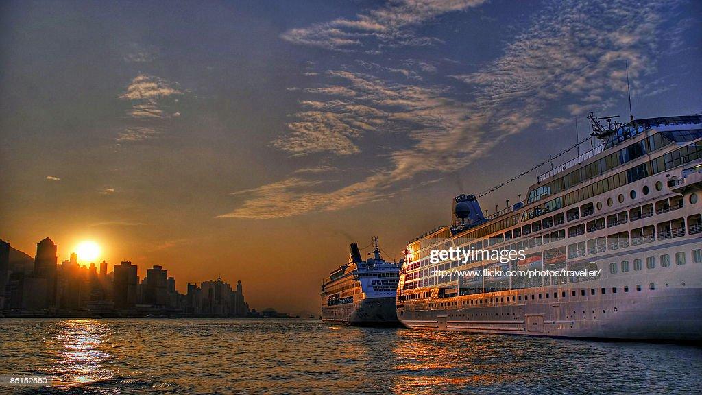 Cruise at Sunset : Foto de stock