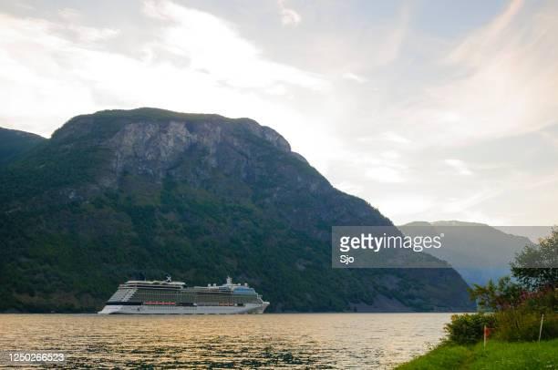 """cruise celebrity eclipse schip in de aurlandsfjord in noorwegen tijdens een mooie zomerdag - """"sjoerd van der wal"""" or """"sjo""""nature stockfoto's en -beelden"""