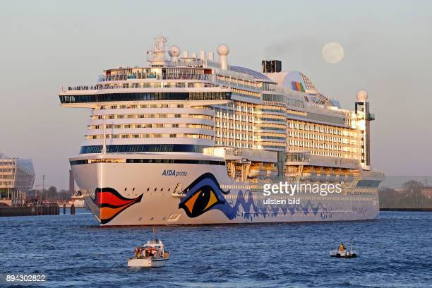 cruise ship ´AIDAprima´ harbour Hamburg Germany