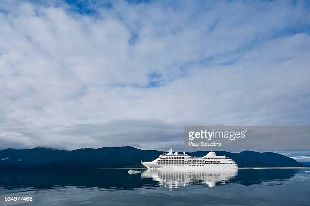 cruise ship, alaska - cruise ship stock pictures, royalty-free photos & images