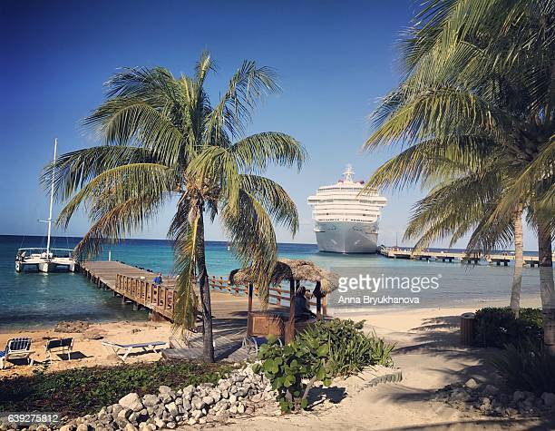 cruise ship carnival victory on grand turk island - harbour stock pictures, royalty-free photos & images