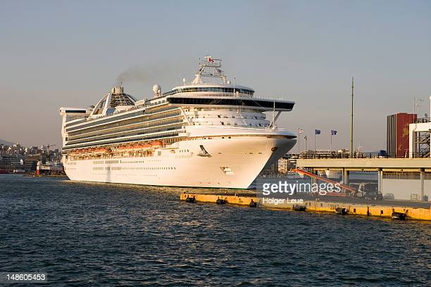p&o cruise ship grand princess departing piraeus harbour. - grand princess cruise stock pictures, royalty-free photos & images