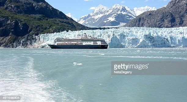 Kreuzfahrtschiff im Glacier National Park, Alaska