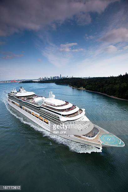 cruise ship leaving port - passenger craft stock pictures, royalty-free photos & images