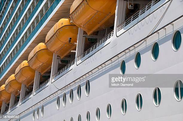 Cruise ship life boats