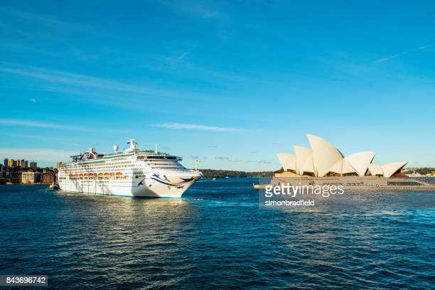 p&o cruise ship pacific explorer leaving sydney - australasia stock pictures, royalty-free photos & images