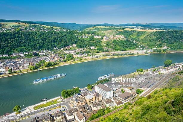 cruise ship passes st. goarshausen on the river rhine, rhine gorge, unesco world heritage site, germany, europe - rhine river stock pictures, royalty-free photos & images