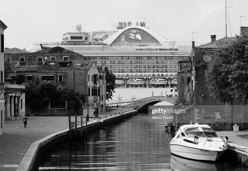 Alternative View - Cruise ships in Venice : News Photo