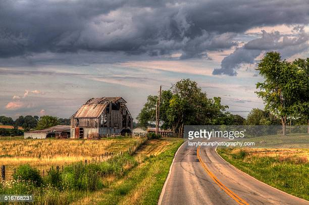 crumbling barns - rotten com stock pictures, royalty-free photos & images