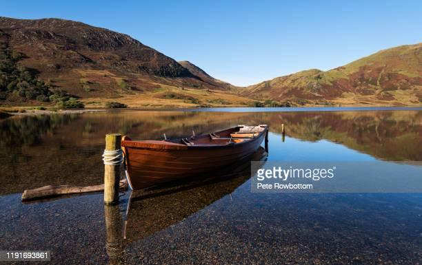 crummock water boat - cumbria stockfoto's en -beelden