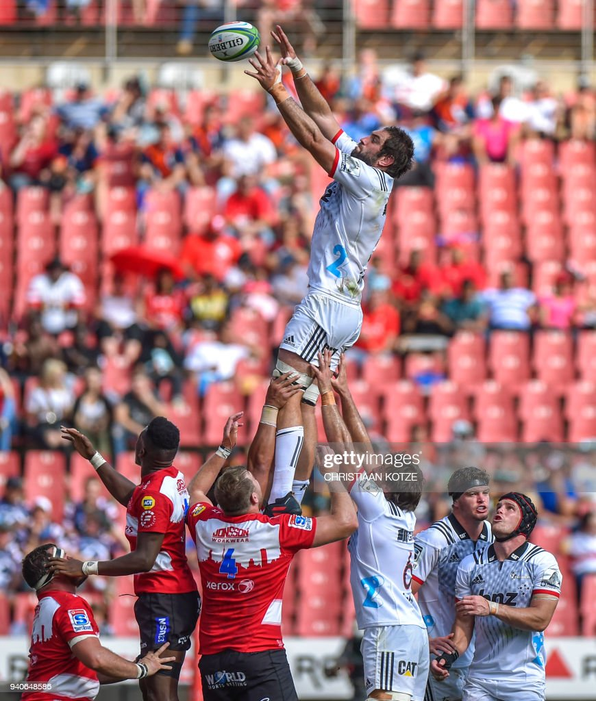 BNZ Crusaders New Zealand lock Sam Whitelock (C) catches the ball during the Super Rugby match Emirates Lions versus BNZ Crusaders on April 1, 2018 at the Emirates Airline Park in Johannesburg. / AFP PHOTO / Christiaan Kotze