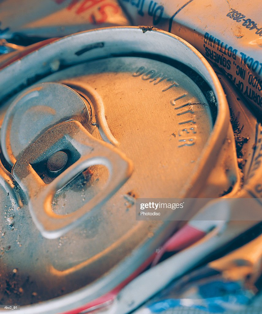 crushed aluminum cans wait to be recycled : Foto de stock
