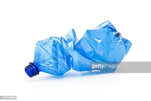 crushed blue plastic bottle - fles stockfoto's en -beelden