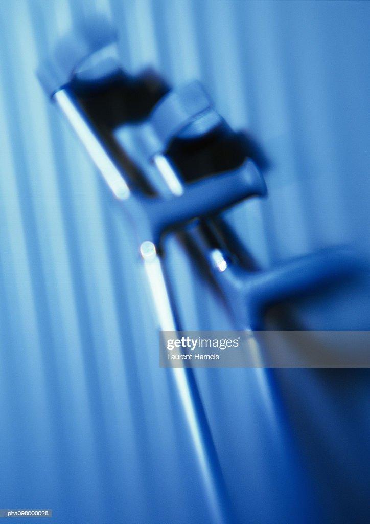 Crutches, close-up, blurred : Stockfoto