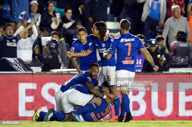Cruz Azul's footballers celebrate the goal of Felipe Mora against Veracruz during a Mexican Apertura tournament football match at Azul stadium on...