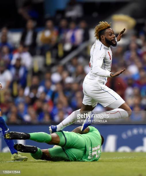 Cruz Azul's goalkeeper Guillermo Allison vies for the ball with Portmore United's Ricardo Morris during their CONCACAF Champions League secondleg...