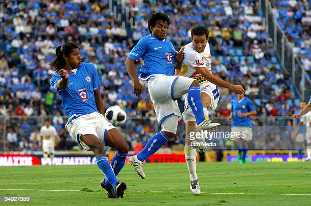 Cruz Azul's Joel Huiqui and Melvin Brown vies for the ball with Morelia's Luis Gabriel Rey during their semifinals match as part of the 2009 Opening...