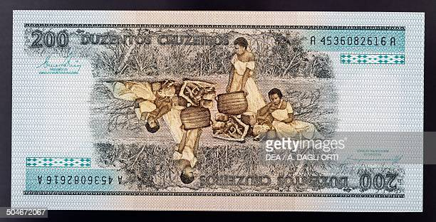 200 cruzeiros banknote reverse freed women slaves cooking out Brasile 20th century