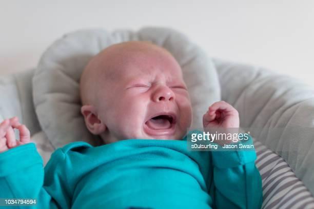 crying baby - s0ulsurfing - fotografias e filmes do acervo