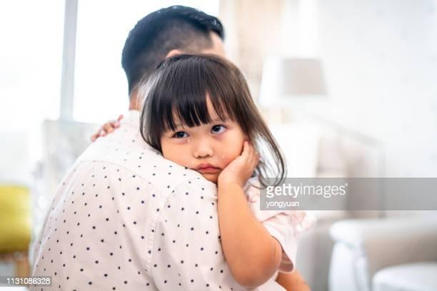 泣いて中国の女の子 - 泣く ストックフォトと画像