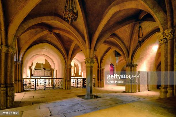 crypt church or basilca of saint sernin toulouse - klooster stockfoto's en -beelden