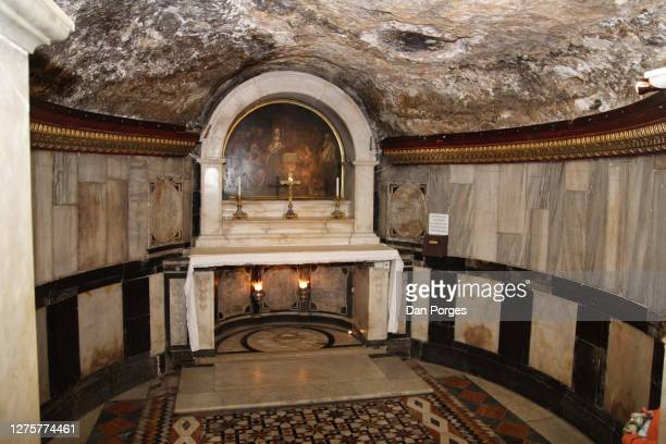 crypt in the church of john the baptist - クリプト ストックフォトと画像