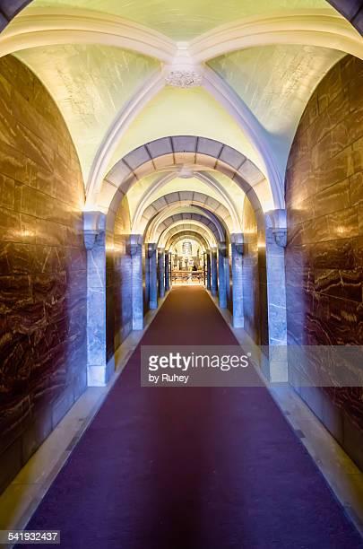 crypt of basilica notre-dame du rosaire, lourdes, - bernadette soubirous fotografías e imágenes de stock