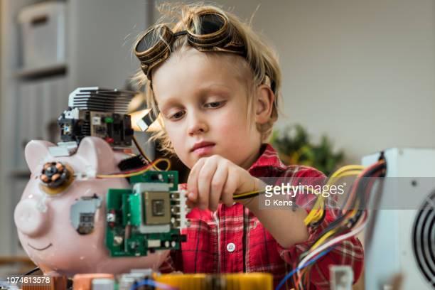 cryptocurrency mijnwerker - cyborg stockfoto's en -beelden