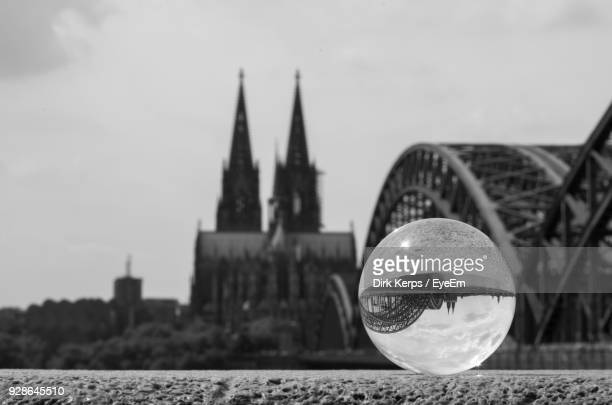 crystal ball against hohenzollern bridge and cologne cathedral in city - crystal cathedral - fotografias e filmes do acervo