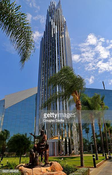 crystal cathedral and prayer spire - crystal cathedral stockfoto's en -beelden