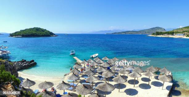 crystal clear waters of ksamil, albanian rivièra, albania - frans sellies stockfoto's en -beelden