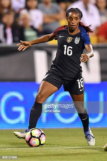Crystal Dunn of the US Women's National Team controls the ball against Thailand on September 15 2016 at MAPFRE Stadium in Columbus Ohio The United...