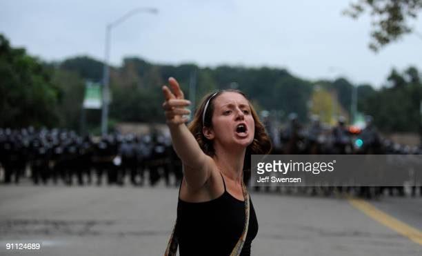 Crystal Hoffman of Johnstown Pennsylvania speaks to a crowd of students gathered behind riot police lines in the Oakland section September 24 2009 in...